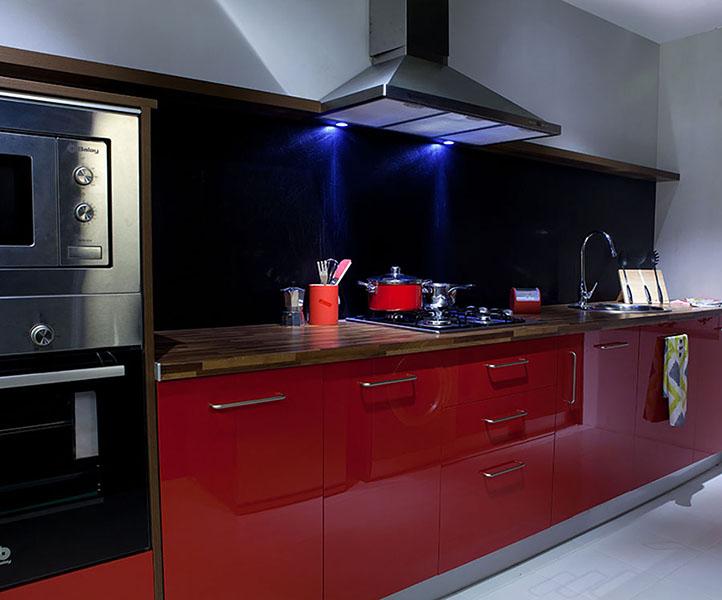 Cocina wengue y rojo